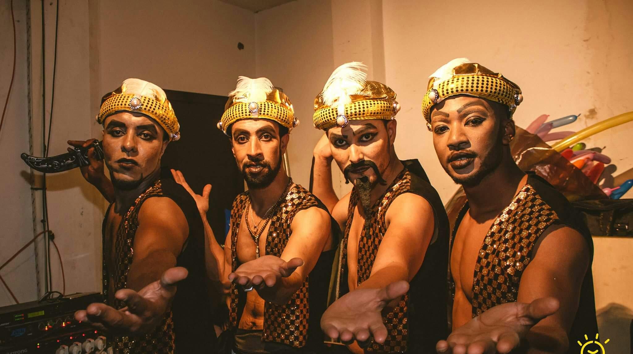فرق مغربية تحيي شوارع الرباط بعروض موسيقية وبهلوانية خلال مهرجان موازين