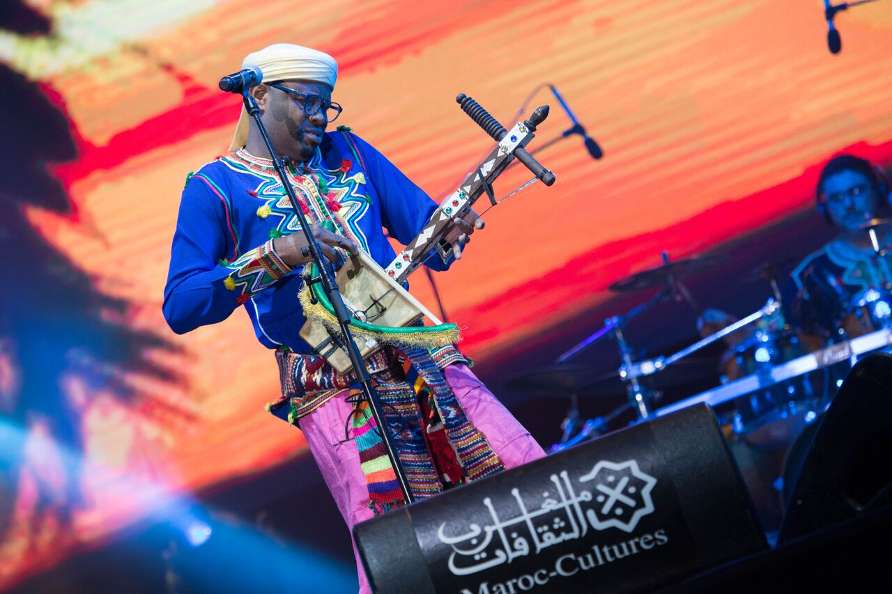 رباب فيزيون تضفي لمسة عالمية على الموسيقى الأمازيغية