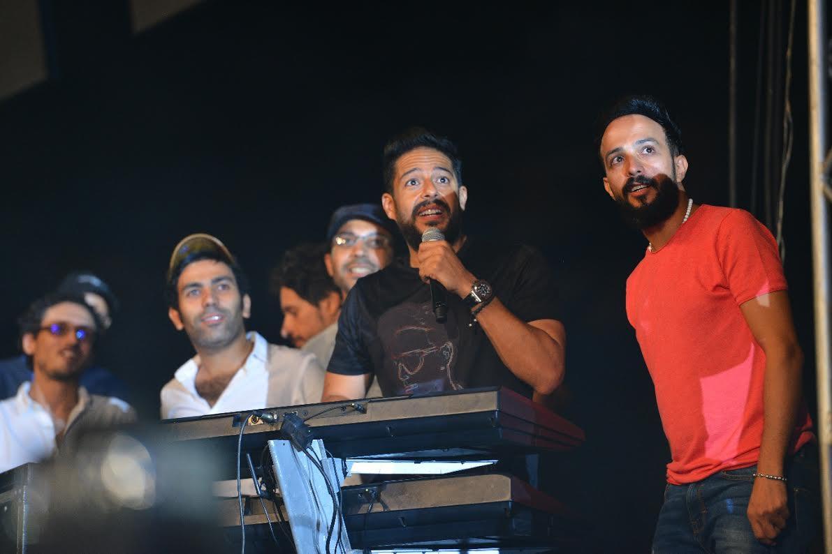 النار والموسيقى ينسجمان في عرض يجمع محمد حماقي وأحمد عصام